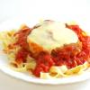 Pollo alla parmigiana — vištiena su sūriu itališkai