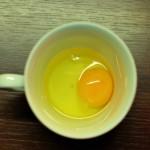 kiaušinis puodelyje
